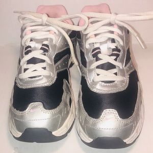 GIRL'S NIKE PILLARTECH ATHLETIC FITNESS SHOES